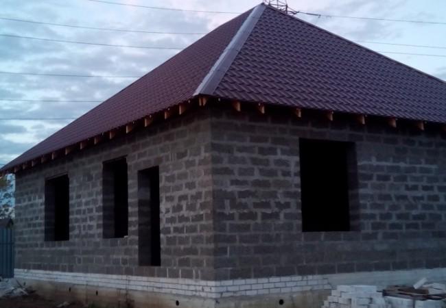 Жилой одноэтажный дом размером 10х10 , высотой 3м
